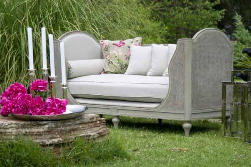 Garden furniture in pale colours